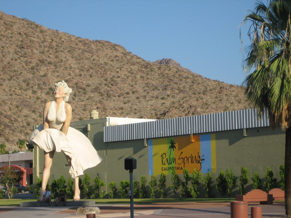Palm springs celebrates its biggest tribute to marilyn for Marilyn monroe palm springs home