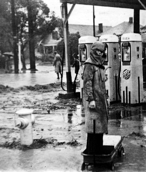 Heavy rains in 1938 flood Garvanza streets.