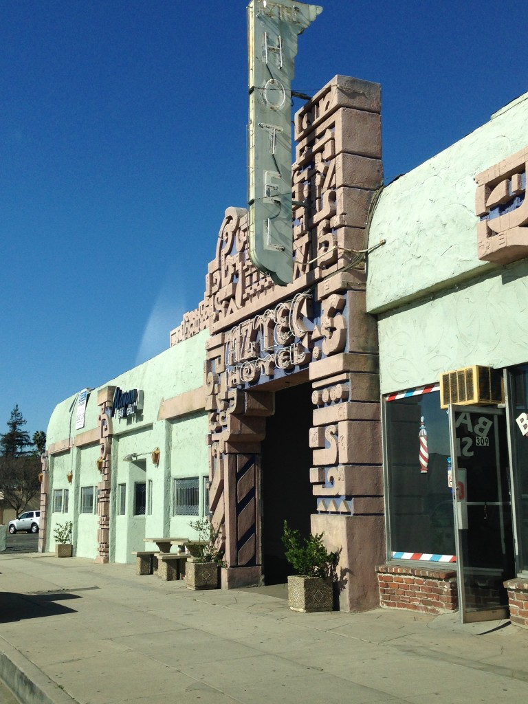 Aztec Hotel front entrance, facing Foothill Blvd.  (Photo Credit: L1OTB)